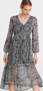 Sukienka Reserved z dekoltem w kształcie litery v w stylu casual trapezowa