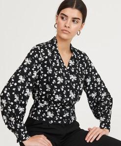 Czarna bluzka Reserved z dekoltem w kształcie litery v z długim rękawem
