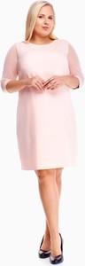 Różowa sukienka Fokus z tkaniny z okrągłym dekoltem midi
