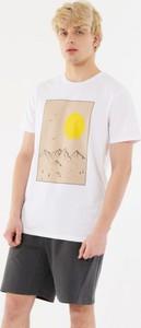 T-shirt Outhorn z bawełny z nadrukiem