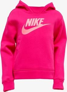 Różowa bluza Nike w sportowym stylu