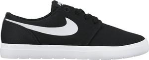 Czarne trampki Nike w sportowym stylu