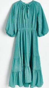 Sukienka Reserved z okrągłym dekoltem z długim rękawem z tkaniny