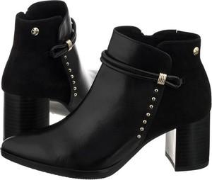 Czarne botki Caprice w stylu casual na obcasie