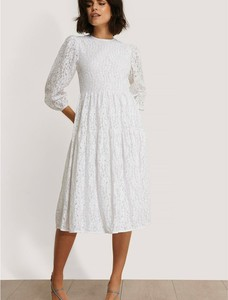 Sukienka NA-KD z okrągłym dekoltem z długim rękawem midi