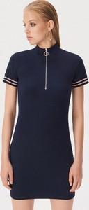 Granatowa sukienka Sinsay dopasowana w stylu casual z golfem