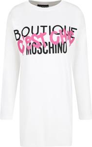 Sukienka Boutique Moschino z okrągłym dekoltem oversize w stylu casual