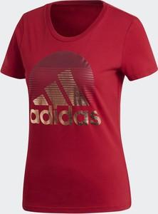 Czerwony t-shirt Adidas z dżerseju z krótkim rękawem w sportowym stylu