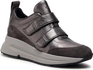 Sneakersy Geox na platformie