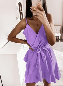 Sukienka Pakuten z tkaniny z dekoltem w kształcie litery v mini