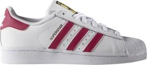 Trampki Adidas Originals z płaską podeszwą sznurowane w sportowym stylu