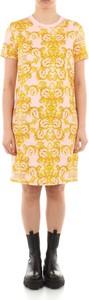 Żółta sukienka Versace Jeans z krótkim rękawem z okrągłym dekoltem