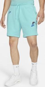 Niebieskie spodenki Nike w sportowym stylu