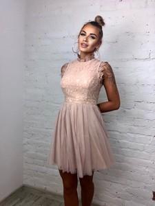 Różowa sukienka Vimodo.pl rozkloszowana