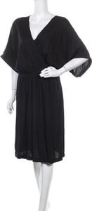 Czarna sukienka Fire Fly z dekoltem w kształcie litery v z długim rękawem