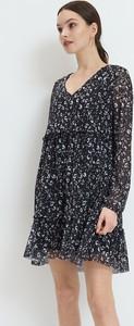 Sukienka Mohito z dekoltem w kształcie litery v mini trapezowa