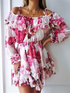 Różowa sukienka Perfe.pl z szyfonu z długim rękawem