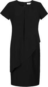 Czarna sukienka Fokus dopasowana z okrągłym dekoltem z tkaniny