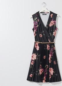 Sukienka Mohito z dekoltem w kształcie litery v bez rękawów