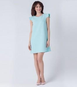 Niebieska sukienka butik-choice.pl z okrągłym dekoltem midi