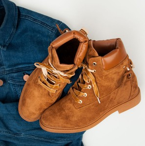 8790aa7403e725 Trapery damskie Ideal Shoes na platformie sznurowane z zamszu