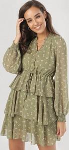 Zielona sukienka born2be mini z długim rękawem