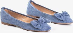 Niebieskie baleriny Royalfashion.pl z płaską podeszwą w stylu casual
