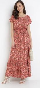 Czerwona sukienka born2be z dekoltem w kształcie litery v z krótkim rękawem maxi
