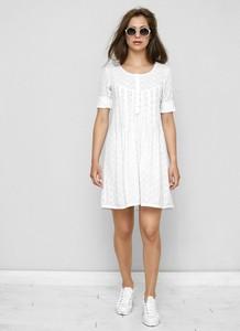 Sukienka Freeshion z tkaniny z okrągłym dekoltem