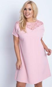Różowa sukienka Royalfashion.pl w stylu casual