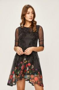Sukienka Desigual mini z okrągłym dekoltem z tkaniny