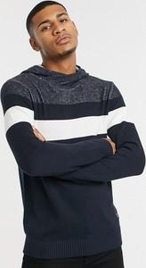 Granatowa bluza Jack & Jones w młodzieżowym stylu