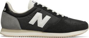 Czarne buty sportowe New Balance z płaską podeszwą sznurowane w street stylu