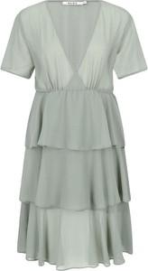 Sukienka NA-KD z krótkim rękawem