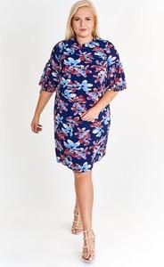 Niebieska sukienka Fokus z długim rękawem z okrągłym dekoltem w stylu casual