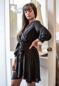 Czarna sukienka Olivkabutik.pl mini z dekoltem w kształcie litery v z długim rękawem