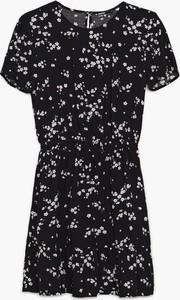 Czarna sukienka Cropp z okrągłym dekoltem w stylu casual