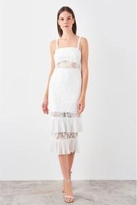 Sukienka Trendyol midi na ramiączkach z okrągłym dekoltem