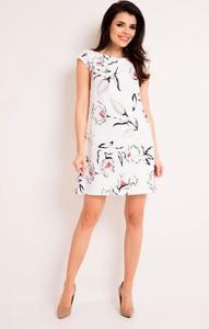 4293670657 Sukienka Awama z okrągłym dekoltem w stylu casual trapezowa