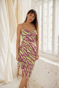 Sukienka Chiara Poland z dekoltem w kształcie litery v maxi