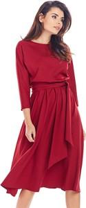 Czerwona sukienka Awama z okrągłym dekoltem z długim rękawem