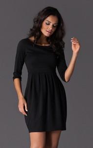 Czarna sukienka Figl z okrągłym dekoltem z długim rękawem mini