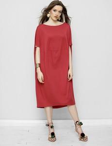 Czerwona sukienka Freeshion midi z okrągłym dekoltem