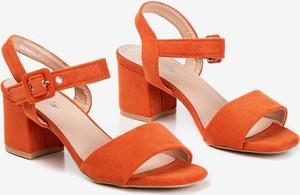 Pomarańczowe sandały Royalfashion.pl w stylu casual