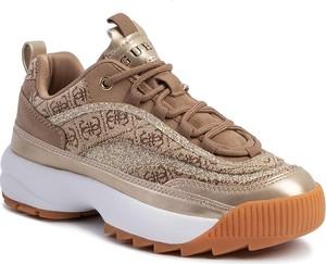 Sneakersy Guess na platformie sznurowane z nadrukiem