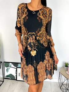 Sukienka ModnaKiecka.pl z długim rękawem z okrągłym dekoltem