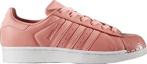 Różowe trampki Adidas ze skóry z płaską podeszwą superstar