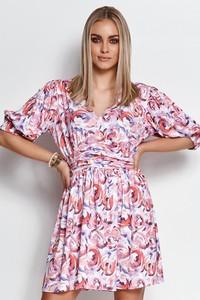 Różowa sukienka Makadamia z krótkim rękawem w stylu casual z dzianiny