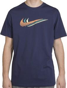 Niebieski t-shirt Nike z krótkim rękawem w sportowym stylu z bawełny