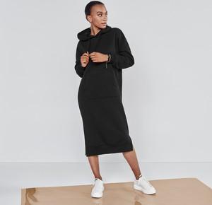 Czarna sukienka Mohito z długim rękawem z dresówki